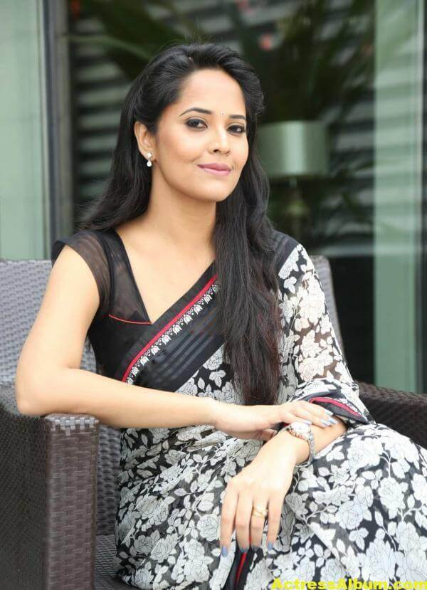 Anchor Anasuya Latest Stills In Hot White Saree 2