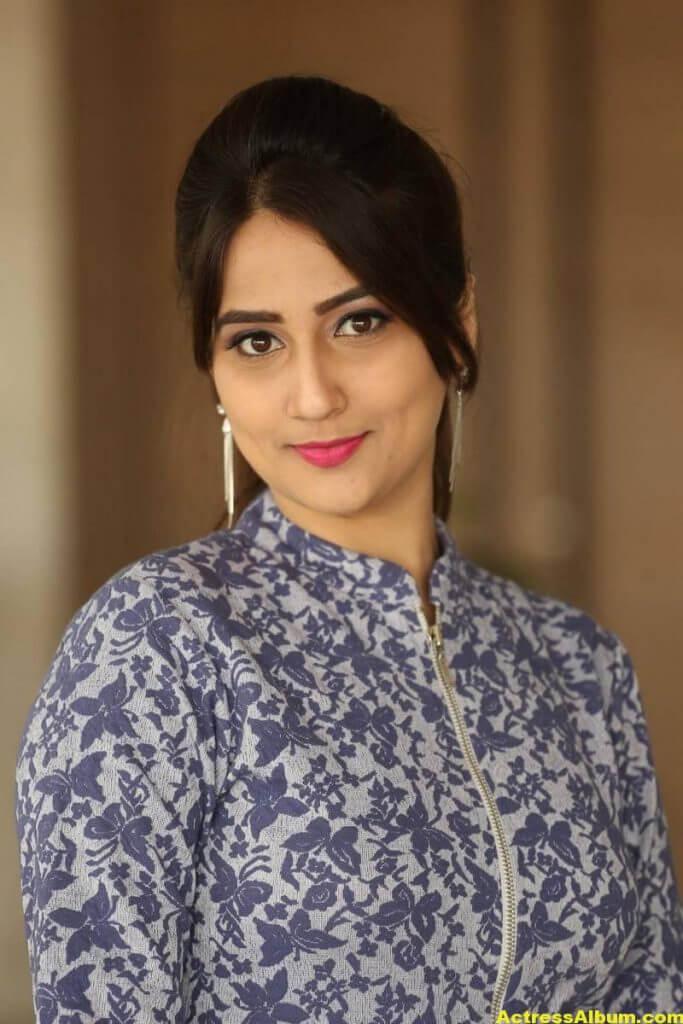 Anchor Manjusha Latest Hot Stills In Blue Dress 6