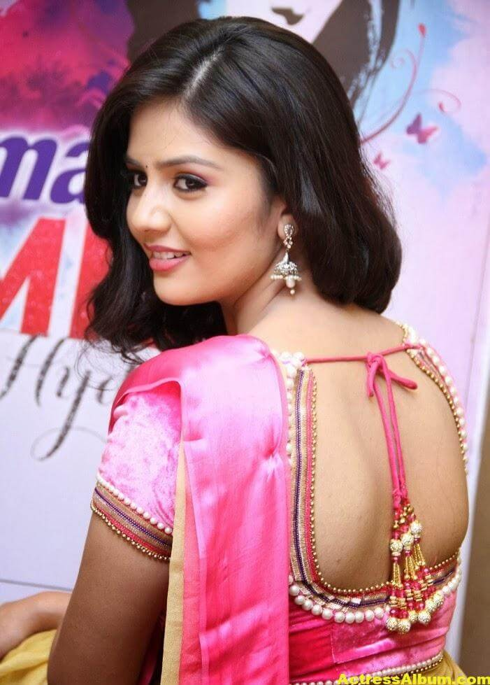 Anchor Sreemukhi Hot Photos 2