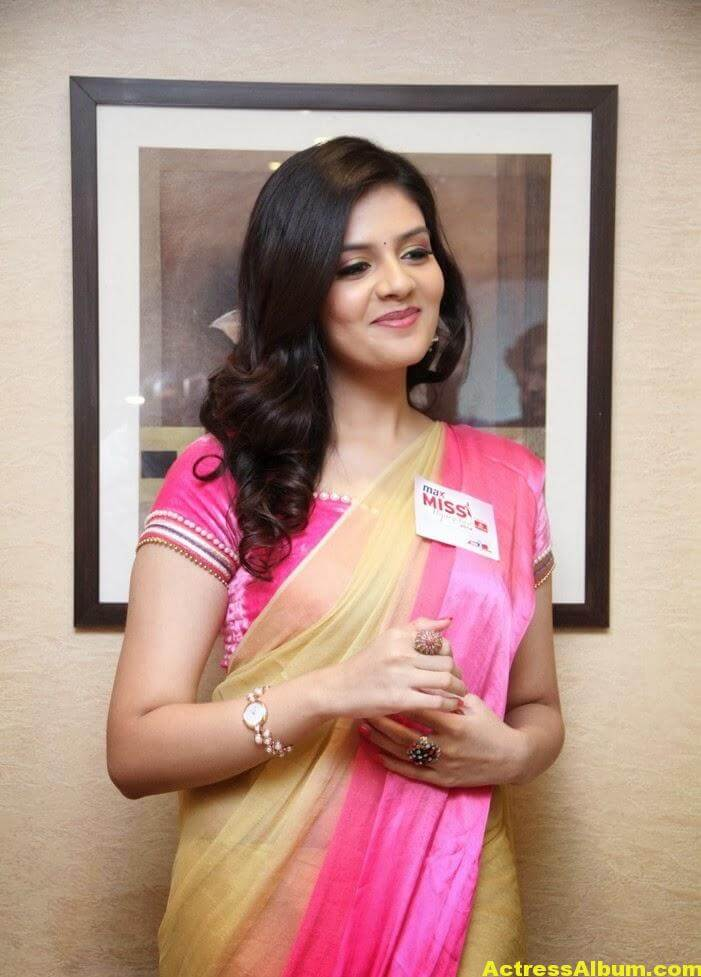 Anchor Sreemukhi Hot Photos 5