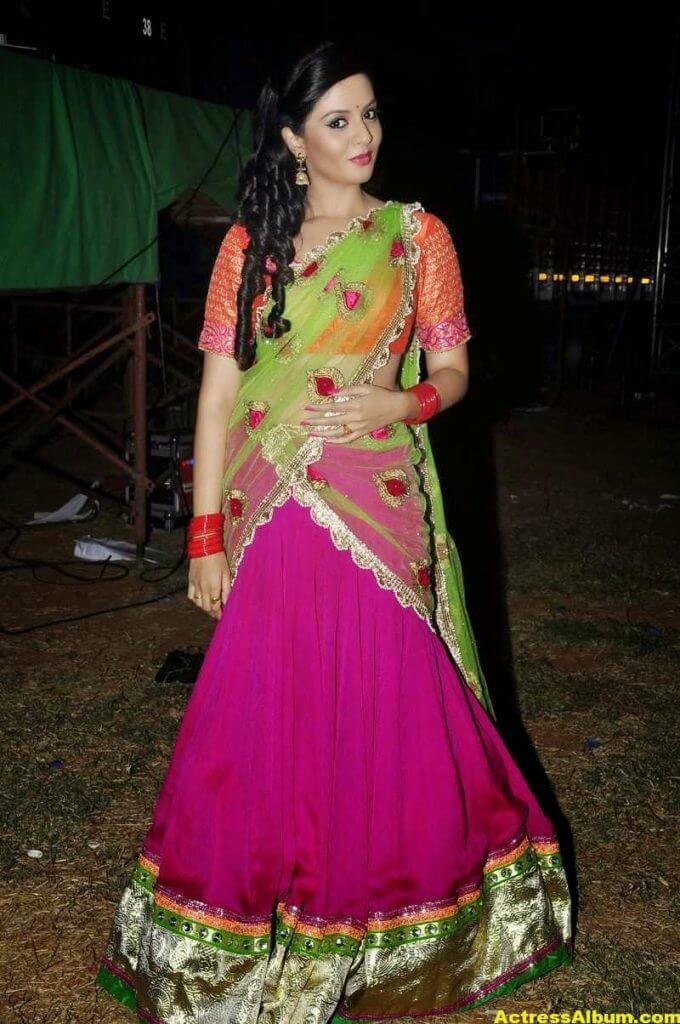Anchor Sreemukhi Latest Stills In Pink Half Saree 2
