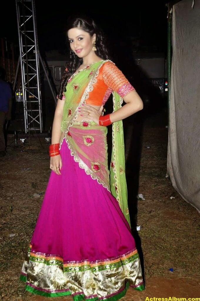 Anchor Sreemukhi Latest Stills In Pink Half Saree 3