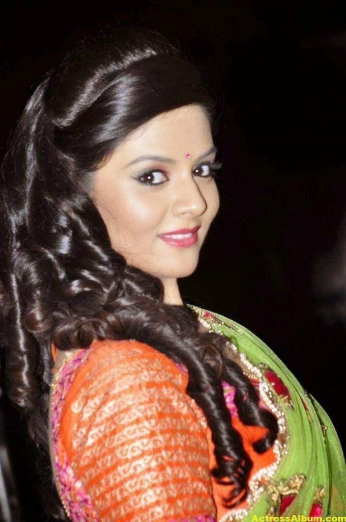 Anchor Sreemukhi Latest Stills In Pink Half Saree 4