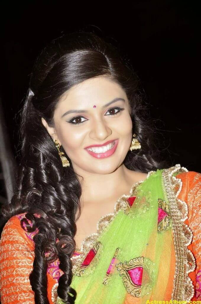 Anchor Sreemukhi Latest Stills In Pink Half Saree 5