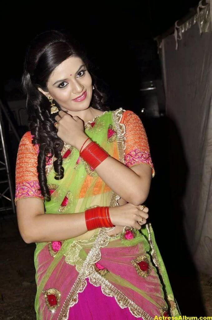 Anchor Sreemukhi Latest Stills In Pink Half Saree 6