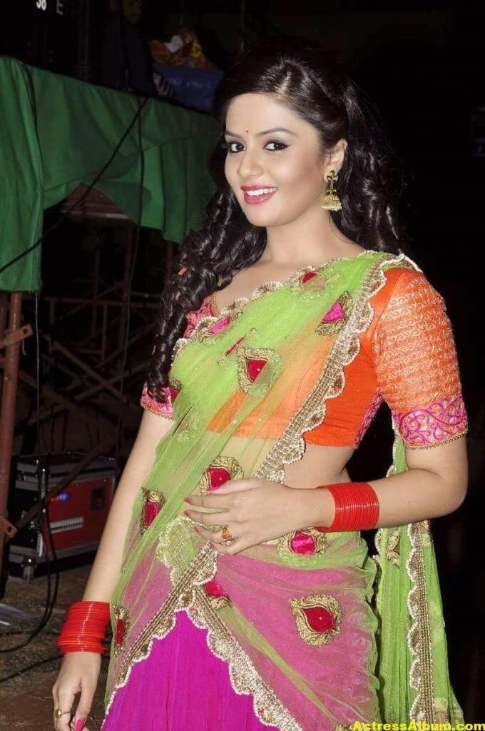 Anchor Sreemukhi Latest Stills In Pink Half Saree 7