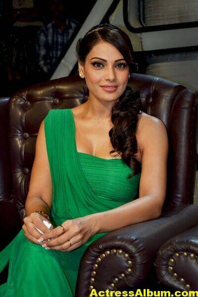 Bipasha Basu Latest Cute Stills In Green Dress 1