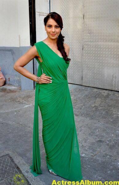 Bipasha Basu Latest Cute Stills In Green Dress 4