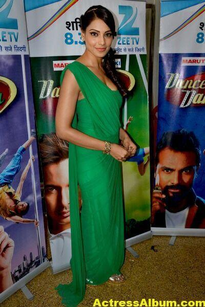 Bipasha Basu Latest Cute Stills In Green Dress 6
