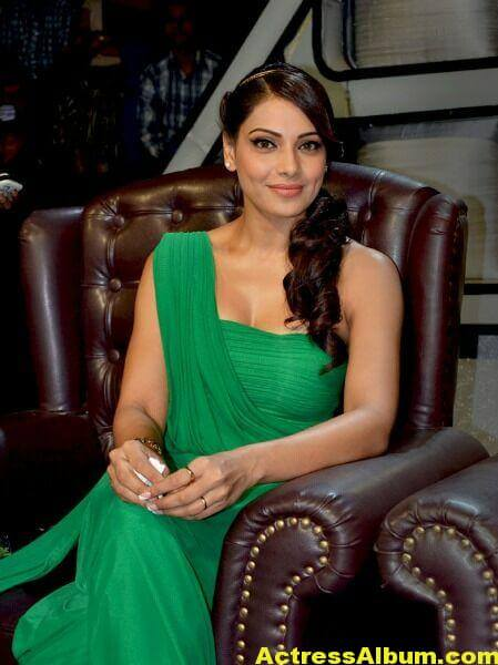 Bipasha Basu Latest Cute Stills In Green Dress 7