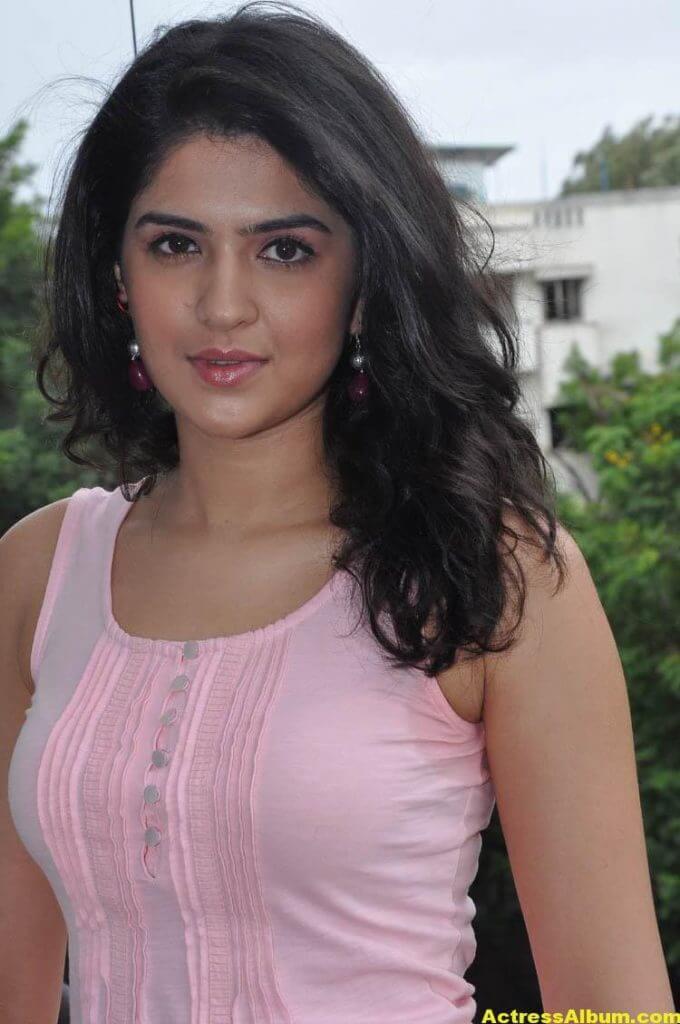 Deeksha Seth Latest Face Close Up Photos 1