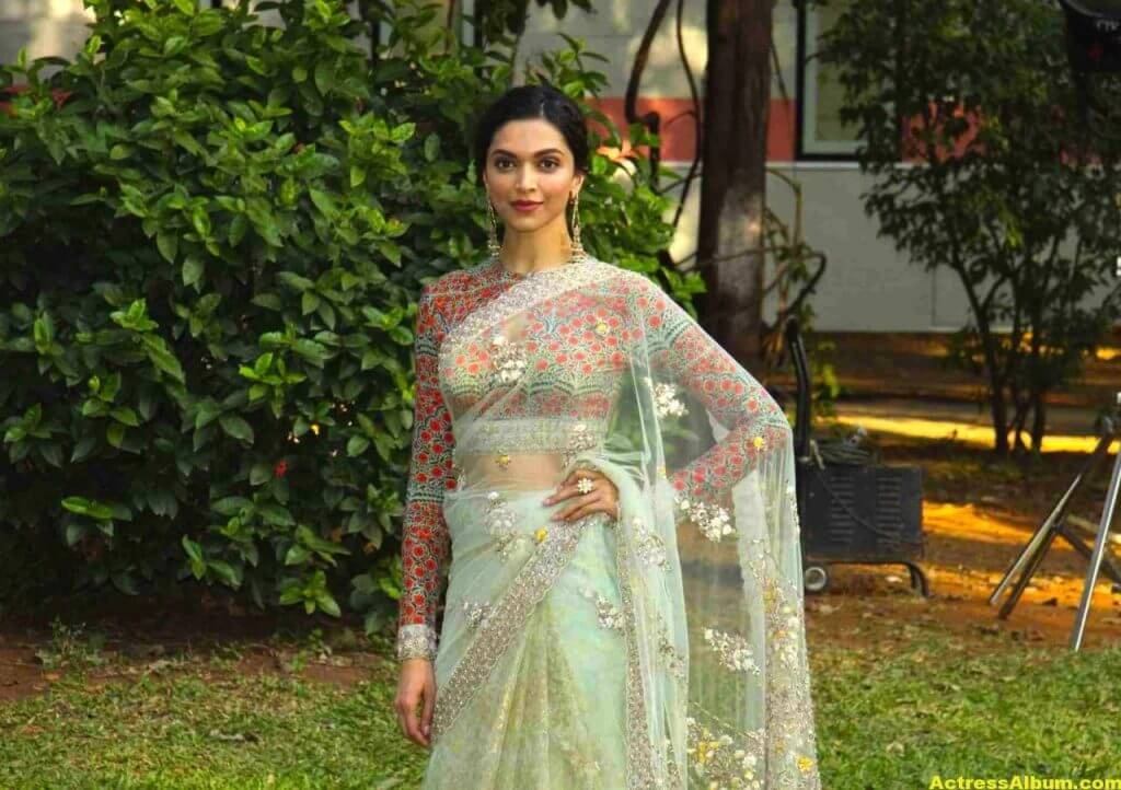Deepika Padukone Gorgeous Photos In Saree 3
