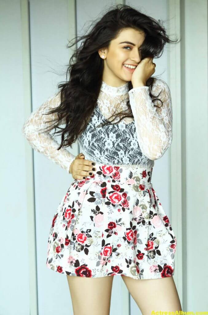 Hansika Hot Legs Showing Photoshoot 4