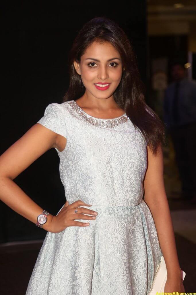 Madhu Shalini Latest Hot Legs Showing Photoshoot 3
