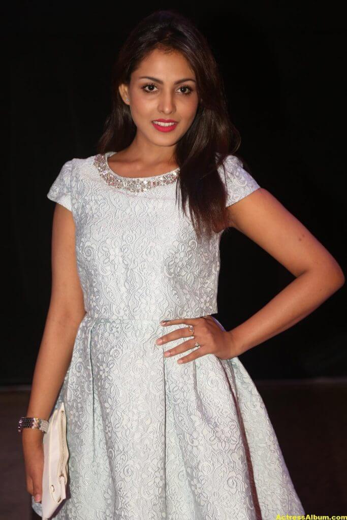 Madhu Shalini Latest Hot Legs Showing Photoshoot 4