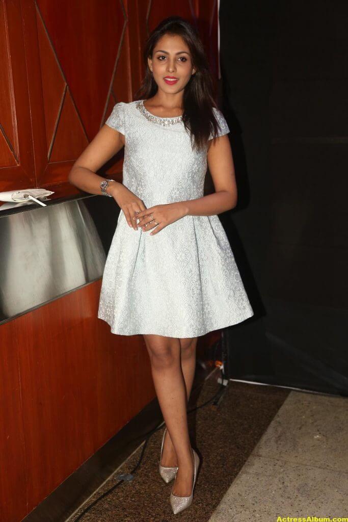 Madhu Shalini Latest Hot Legs Showing Photoshoot 7