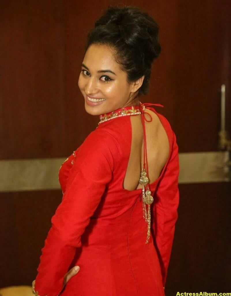 Pooja Stills At Sardaar Gabbar Singh Audio (1)