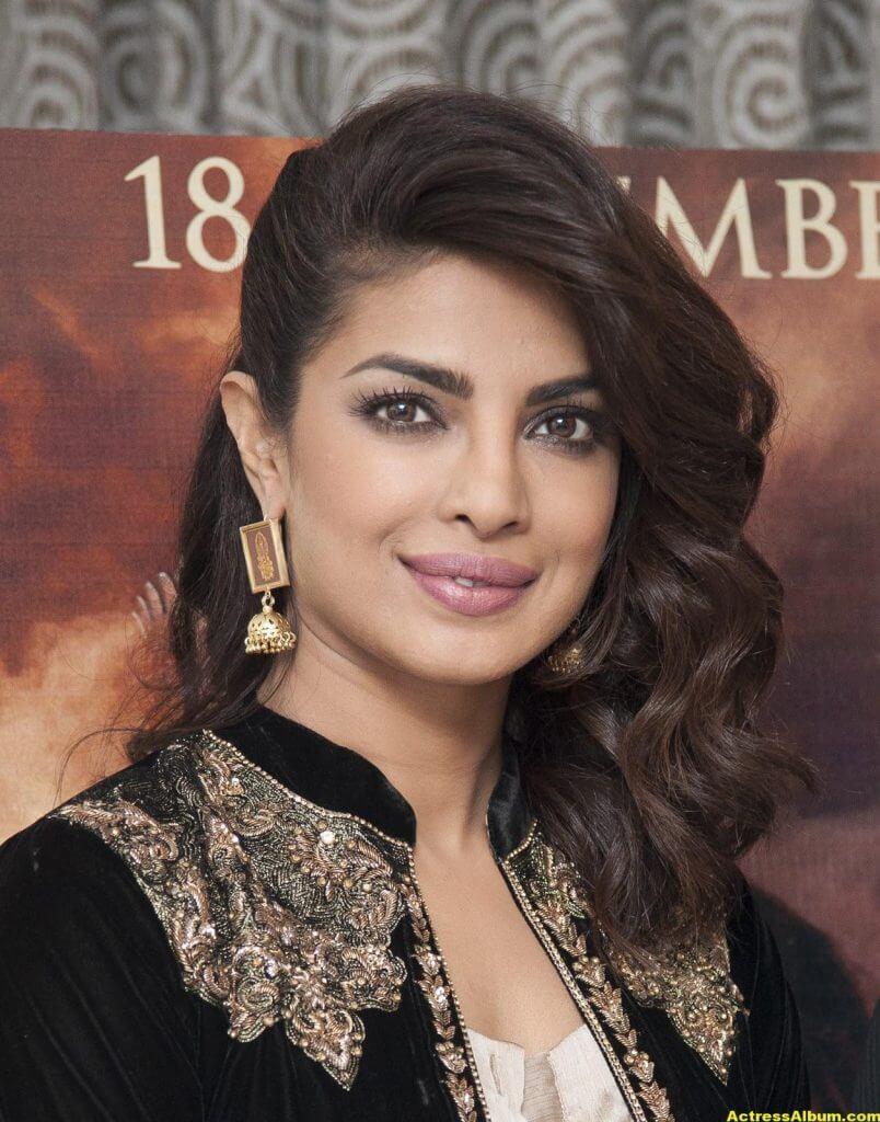 Priyanka Chopra Latest Hot Photos In Black Dress (1)