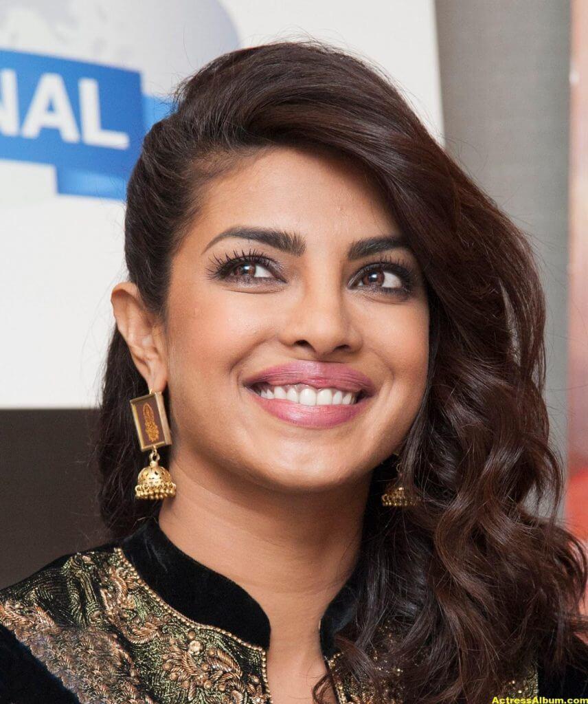 Priyanka Chopra Latest Hot Photos In Black Dress (3)