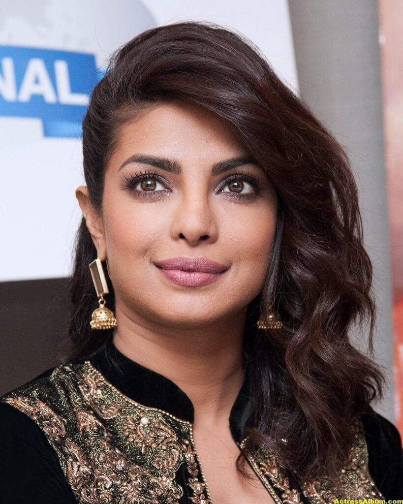Priyanka Chopra Latest Hot Photos In Black Dress (5)
