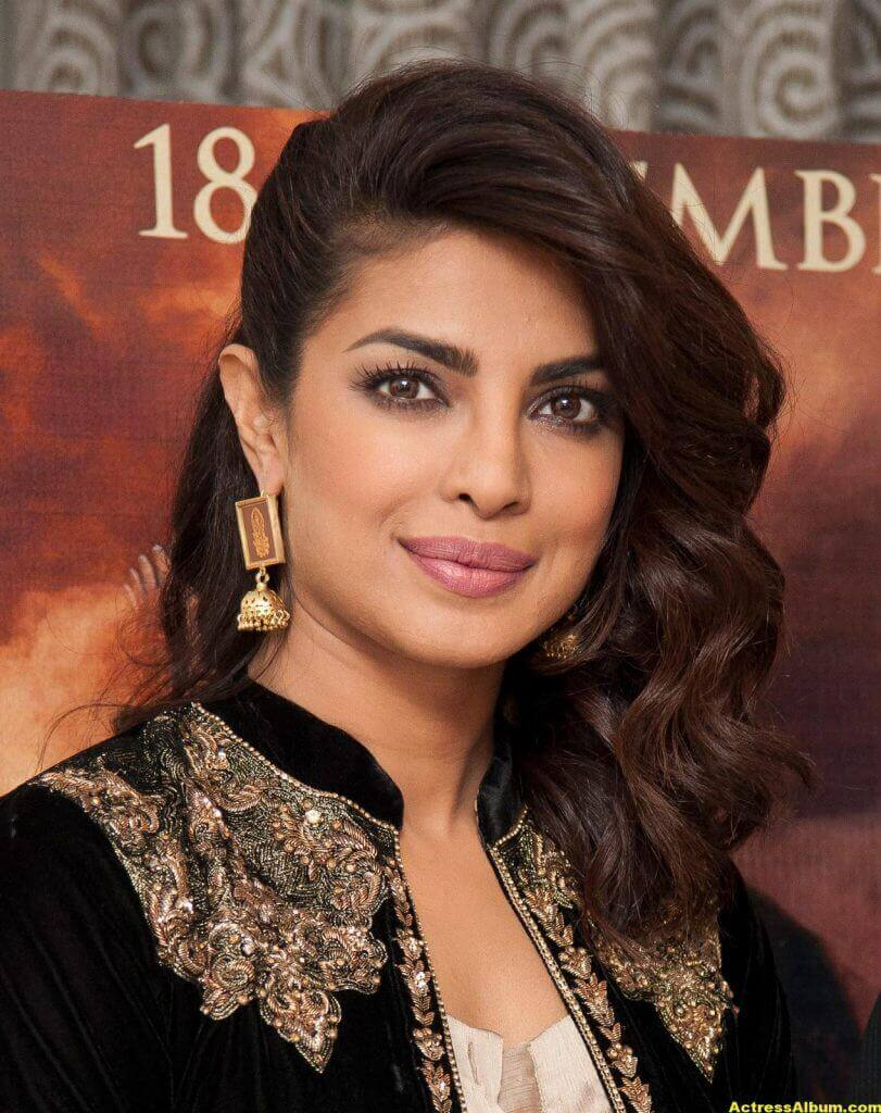 Priyanka Chopra Latest Hot Photos In Black Dress (6)