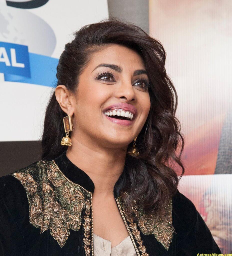 Priyanka Chopra Latest Hot Photos In Black Dress (7)