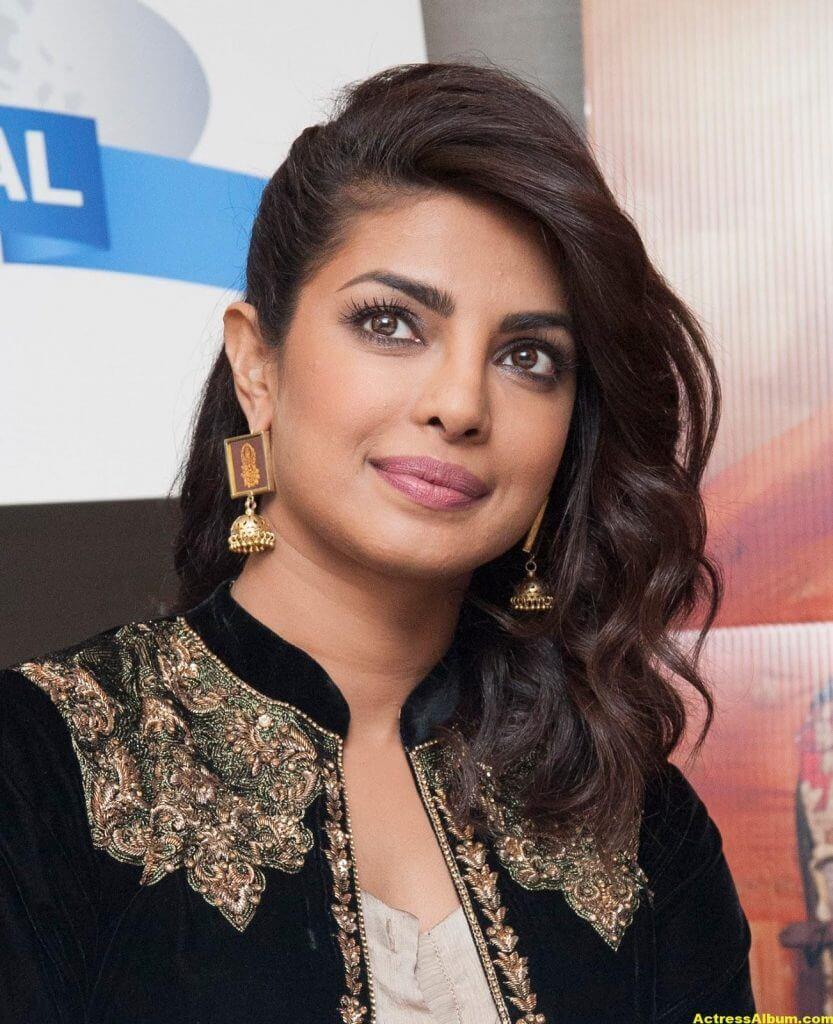 Priyanka Chopra Latest Hot Photos In Black Dress (8)