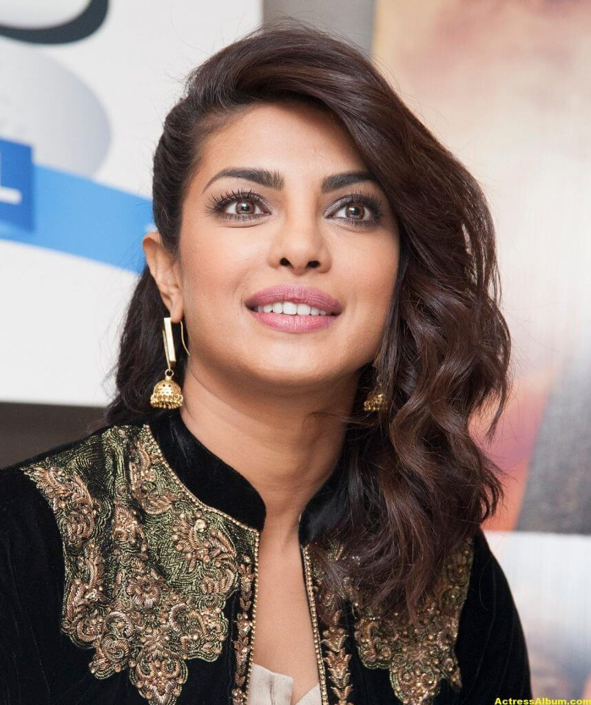 Priyanka Chopra Latest Hot Photos In Black Dress (9)