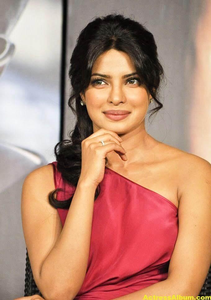 Priyanka Chopra Latest Pictures In Pink Dress 5