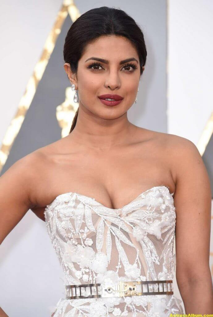 Priyanka Chopra Photos At Oscars Awards In White Gown
