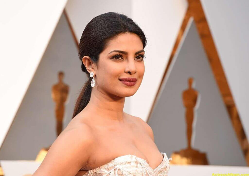 Priyanka Chopra Photos At Oscars Awards In White Gown 2