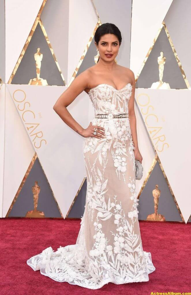 Priyanka Chopra Photos At Oscars Awards In White Gown 7