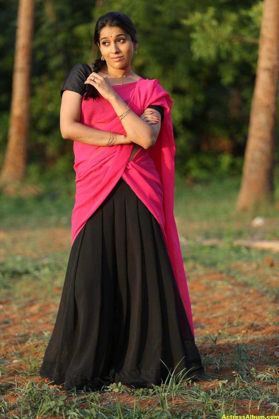 Rashmi Goutham Latest Photoshoot In Pink half Saree 3