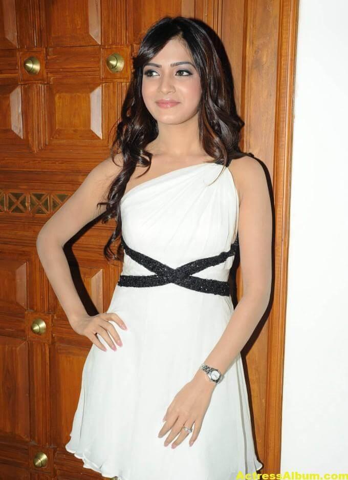 Samantha Latest Smiling Stills In White Dress 2