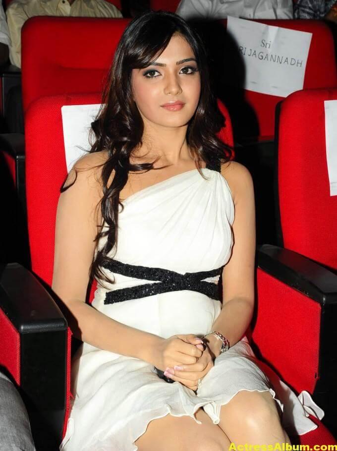 Samantha Latest Smiling Stills In White Dress 3