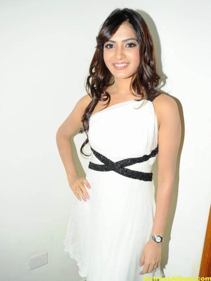Samantha Latest Smiling Stills In White Dress 5