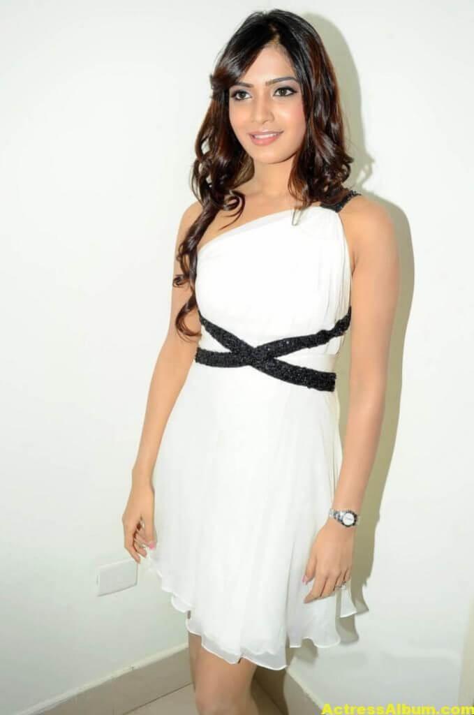 Samantha Latest Smiling Stills In White Dress 7