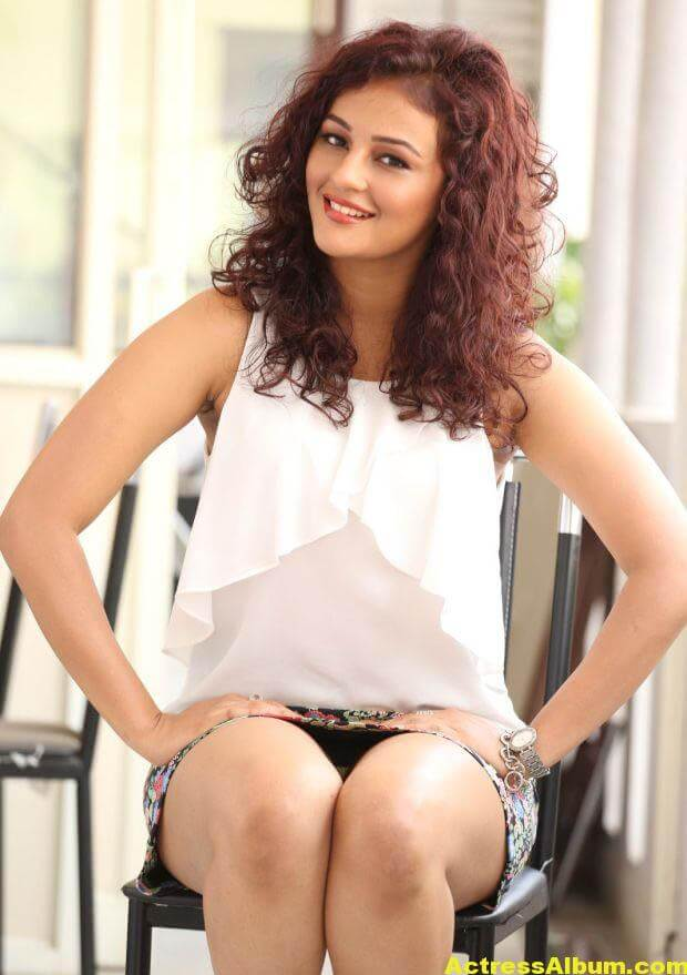 Seerat Kapoor Latest Hot Photos 5