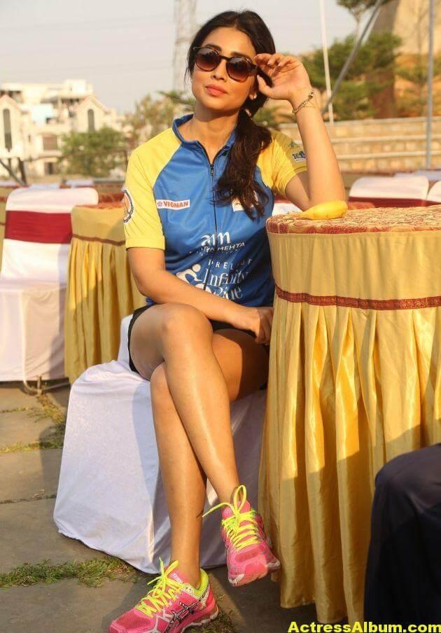 Shriya Saran Latest Thigh Show Photos (4)