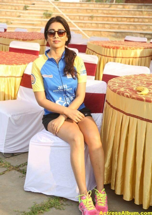 Shriya Saran Latest Thigh Show Photos (8)