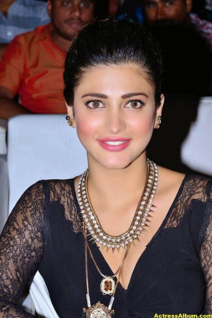 Shruti Haasan Latest Cute Hot Black Dress Photos 1