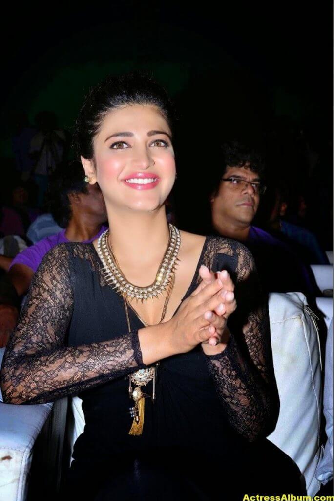 Shruti Haasan Latest Cute Hot Black Dress Photos 3