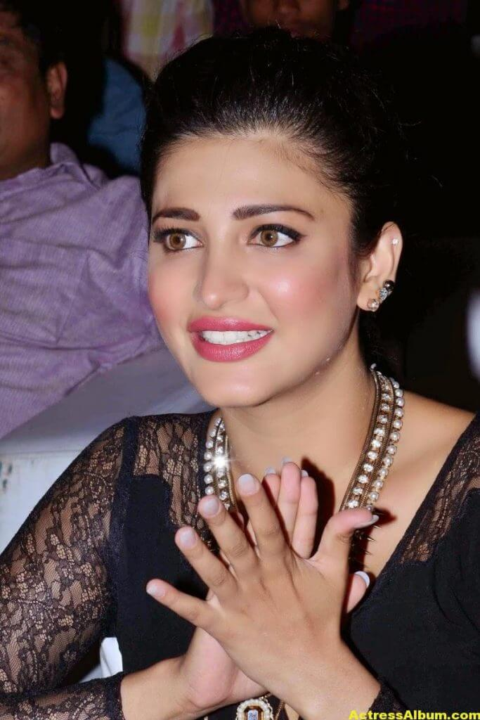 Shruti Haasan Latest Cute Hot Black Dress Photos 5