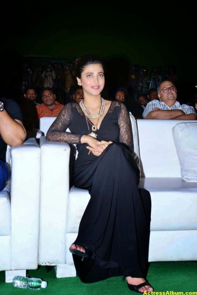 Shruti Haasan Latest Cute Hot Black Dress Photos 8