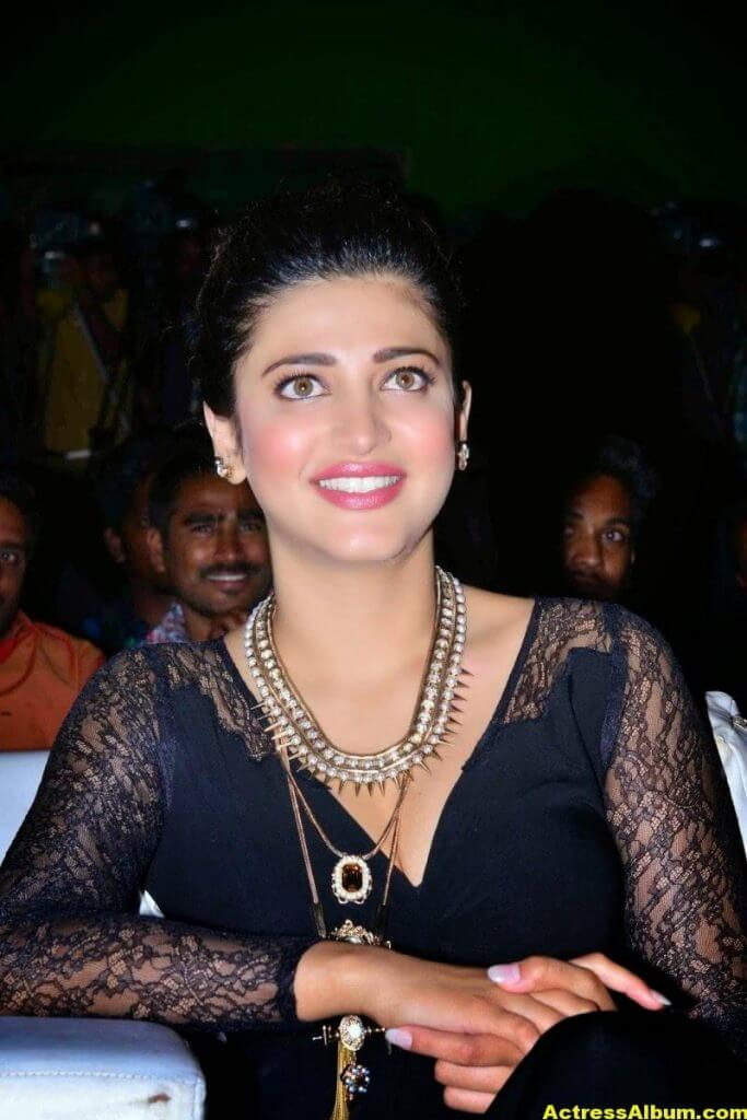Shruti Haasan Latest Cute Hot Black Dress Photos 9