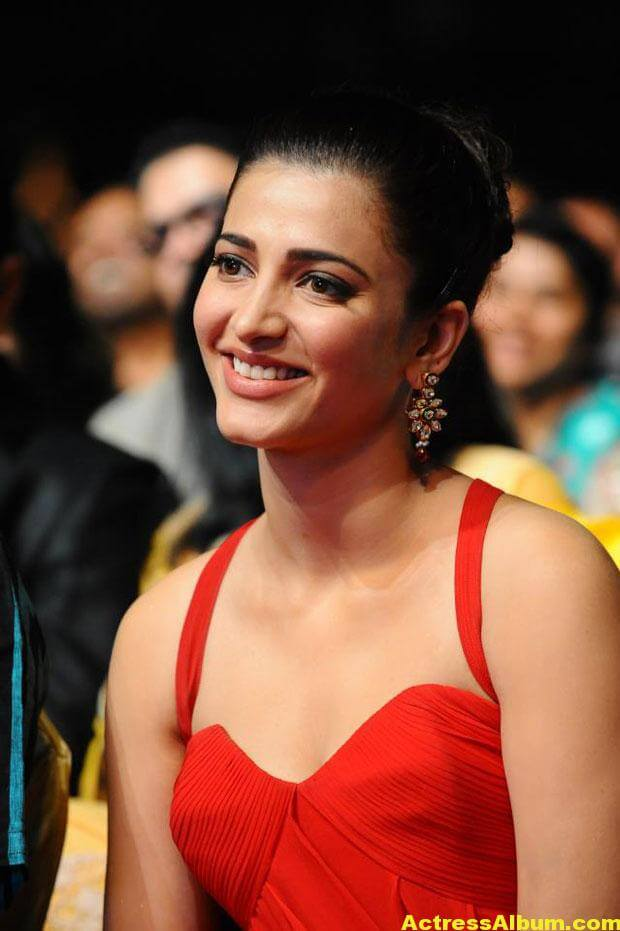 Shruti Haasan Latest Hot Red Dress Photos 1