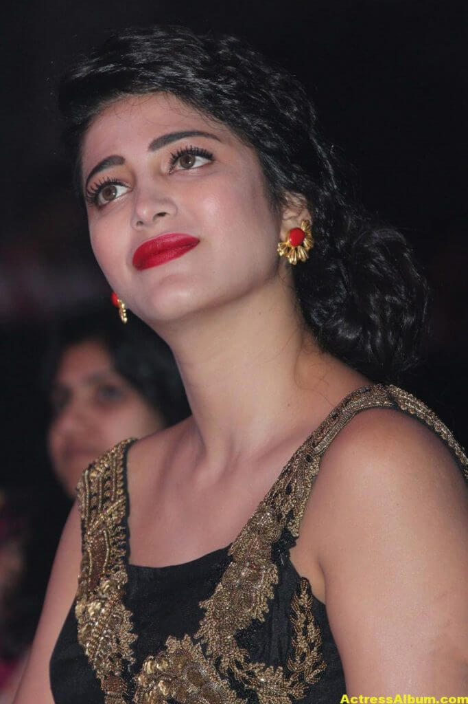 Shruti Haasan Photos at Awards Function 3