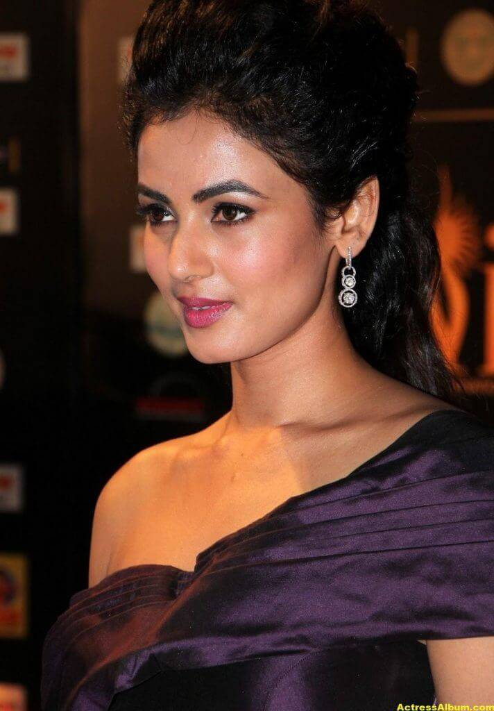 Sonal Chauhan Latest Hot Photos At Iifa Utsavam 4