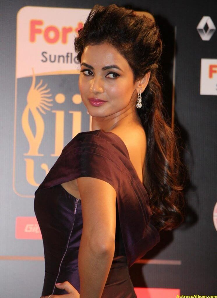 Sonal Chauhan Latest Hot Photos At Iifa Utsavam 8
