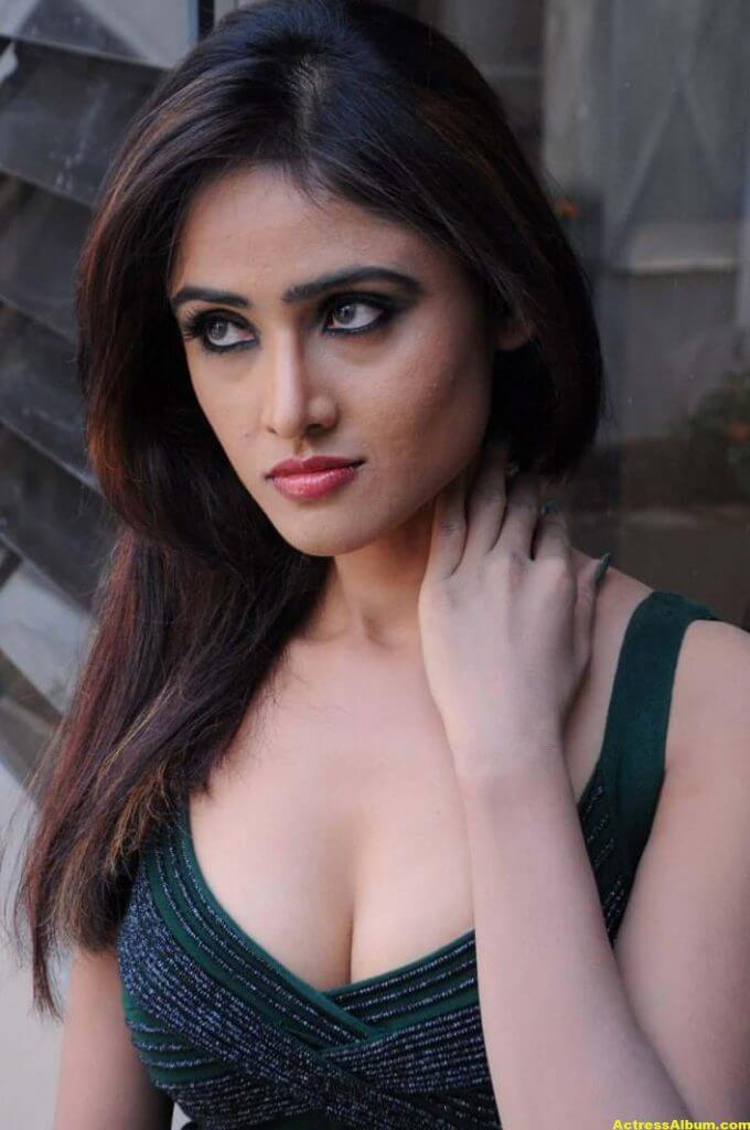Sony Charista In Dark Green Dress Photos 5